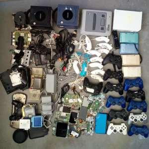 Wii, GameCube, SNES, DS, Controller, Platinen und Einzelteile, Kabel, Cases